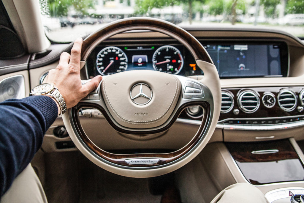 Image of hands on the steering wheen