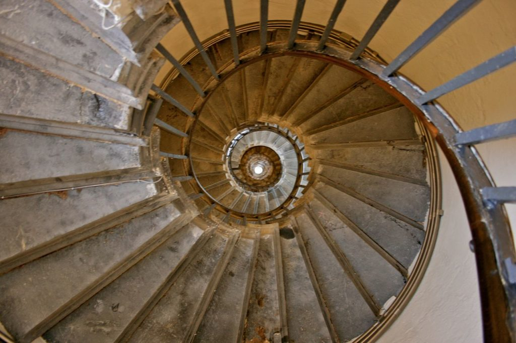 Image of a winding staircase