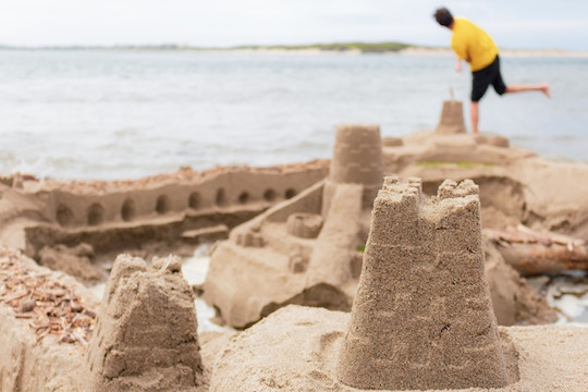 Image of a sand castly by the ocean